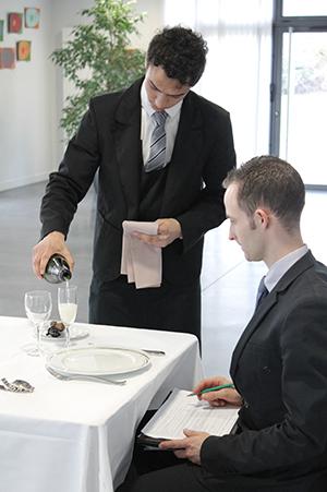 Connaître les vins pour mieux les vendre